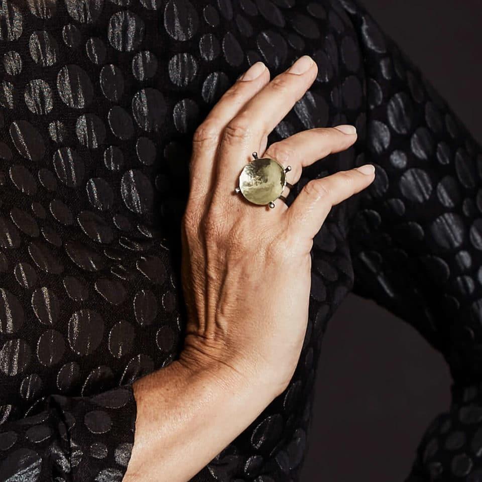 Pernille Müller – YPPIG – ring i guld og oxideret sølv