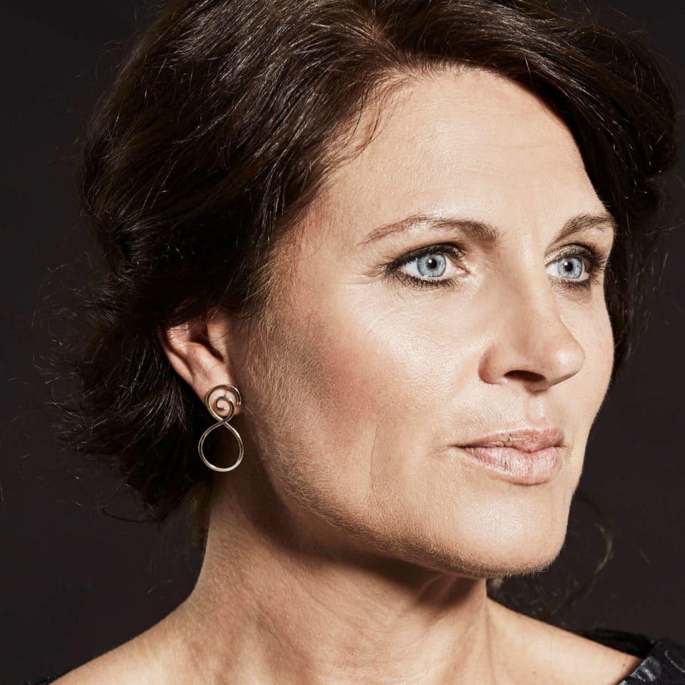 Pernille Müller – SNILD – øreringe i guld