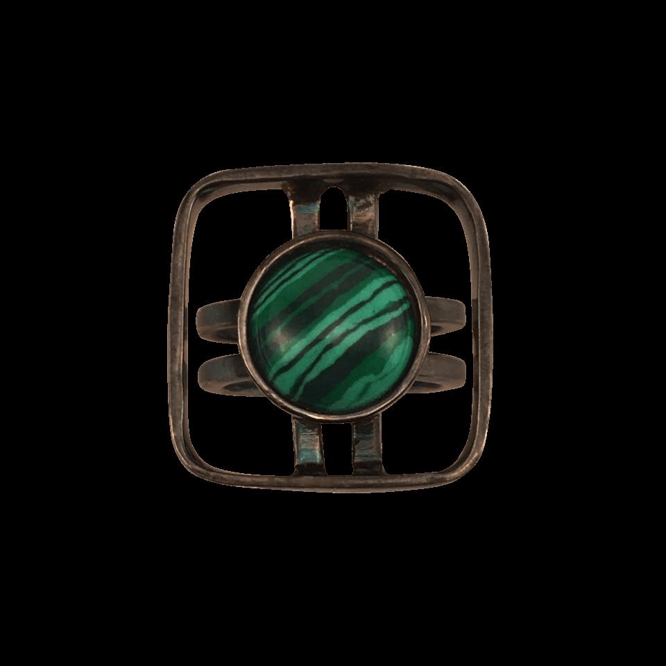 RAFFI – Ring i oxideret sølv med smykkesten i Malakit 1