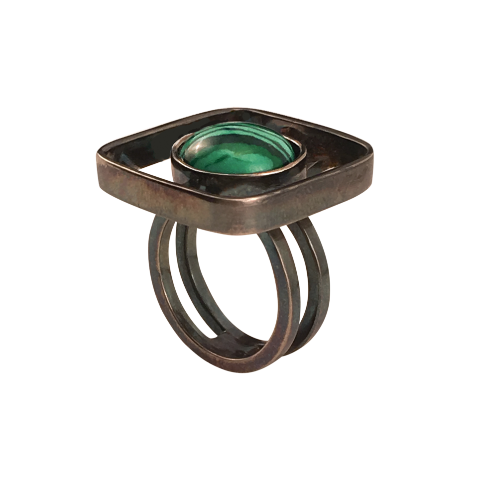RAFFI – Ring i oxideret sølv med smykkesten i Malakit 2