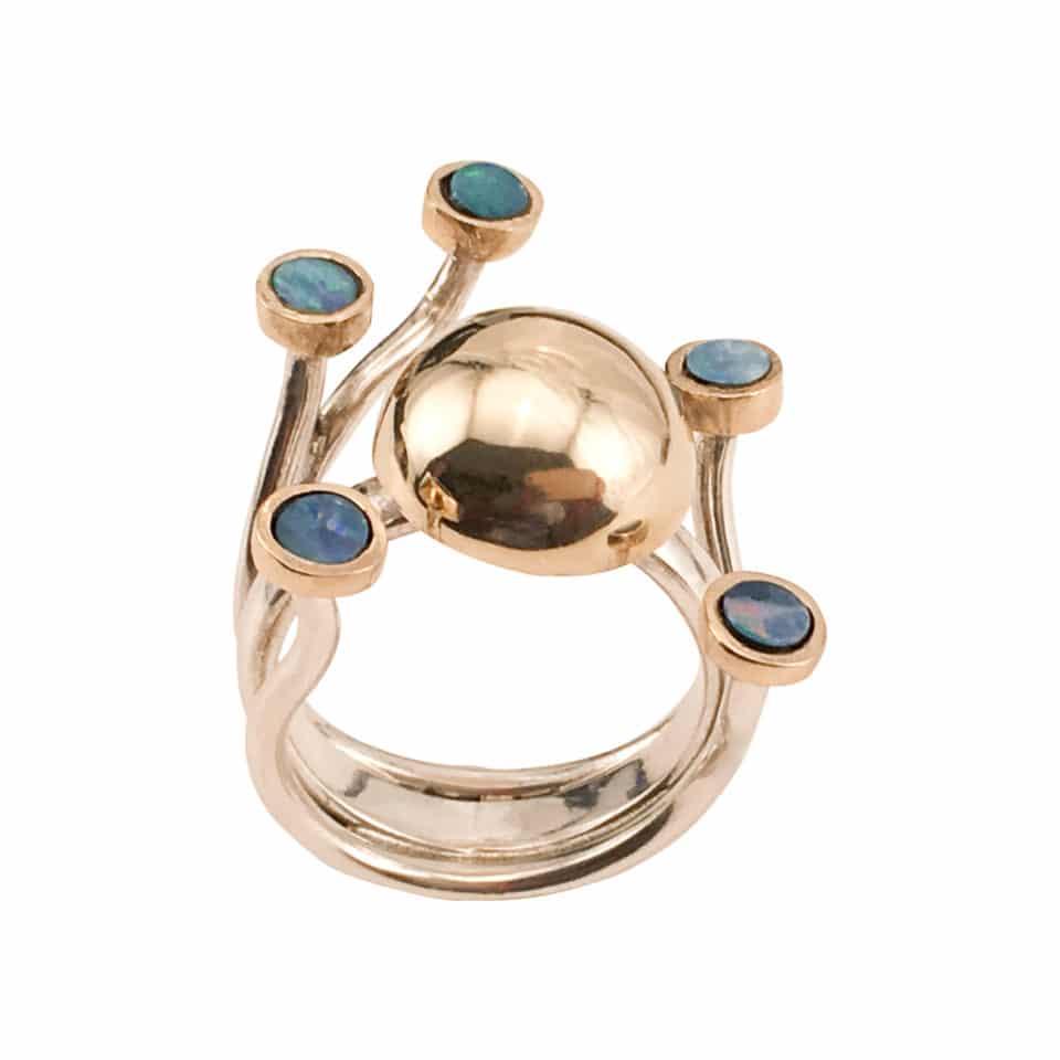 HARMONI – Særugave med guldkuppel i 14 karat og 5 guldindfattede opaler 2