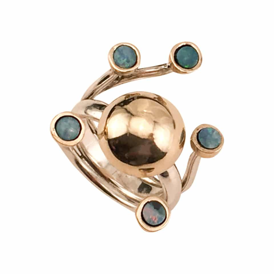 HARMONI – Særugave med guldkuppel i 14 karat og 5 guldindfattede opaler