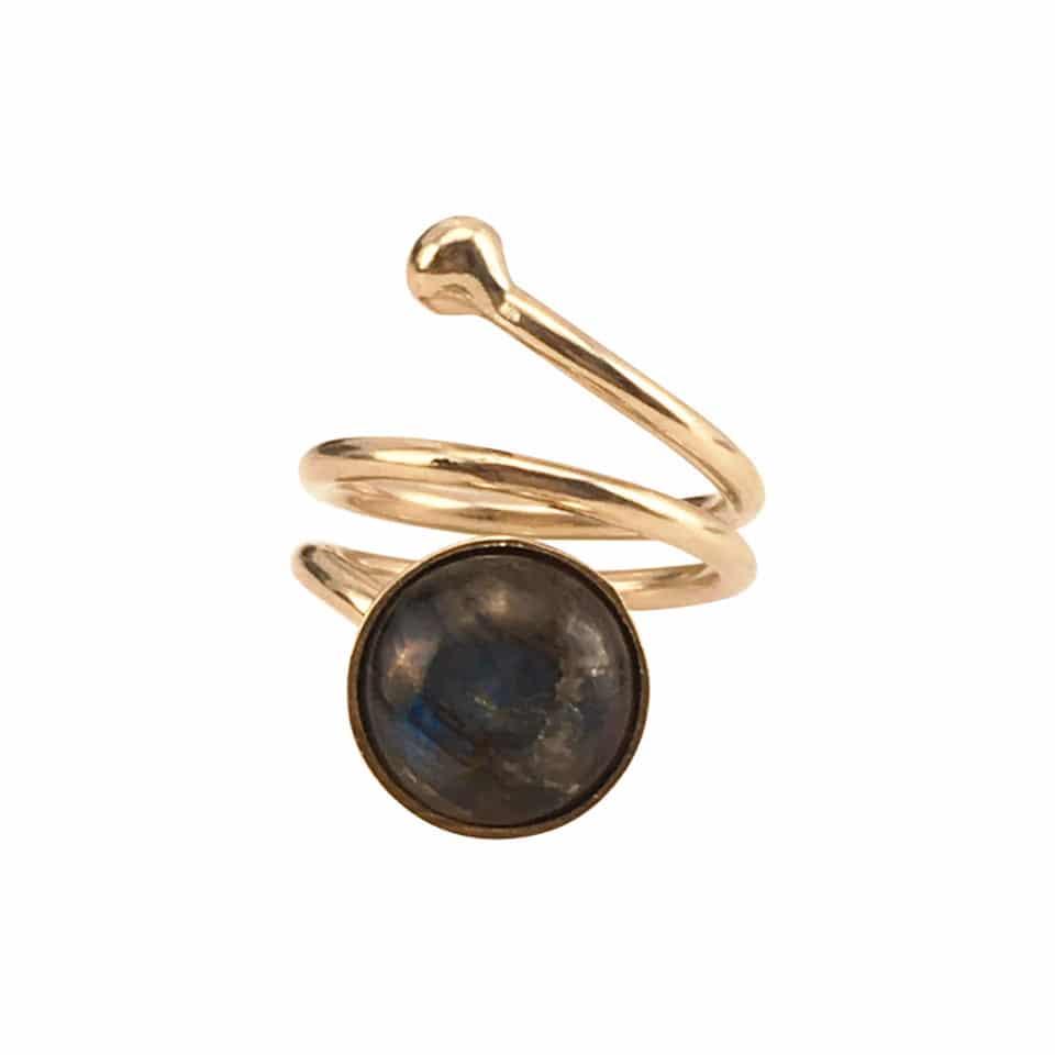 SVEJ ring i guld med smykkesten i Labradorit